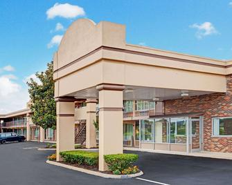 Days Inn by Wyndham Clarksville TN - Clarksville - Building
