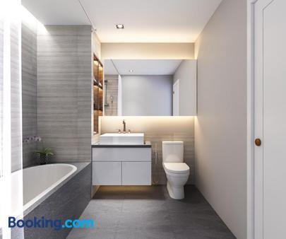 Ha Noi Hotel - Ho Chi Minh City - Bathroom