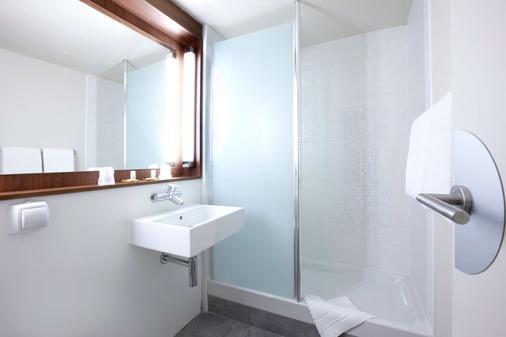 鐘樓阿內西克蘭傑維耶酒店 - 克蘭傑維耶 - 安錫 - 浴室