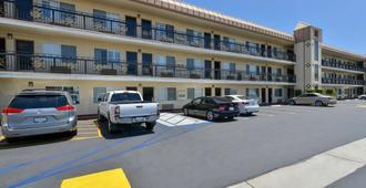 Americas Best Value Inn & Suites El Monte Los Angeles - El Monte - Edificio
