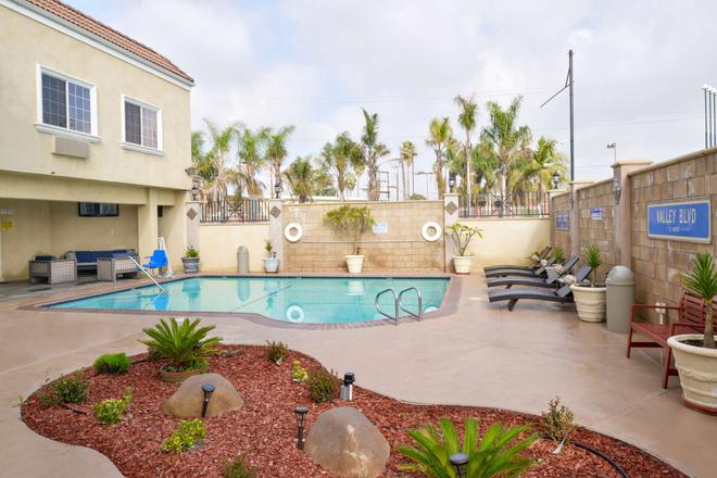 Americas Best Value Inn & Suites El Monte Los Angeles - El Monte - Pool