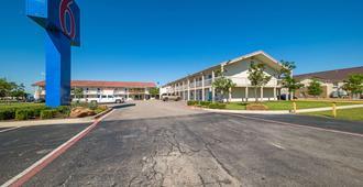 Motel 6 Dallas - Farmers Branch - Farmers Branch - Edificio