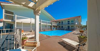 Motel 6 Dallas - Farmers Branch - Farmers Branch - Piscina