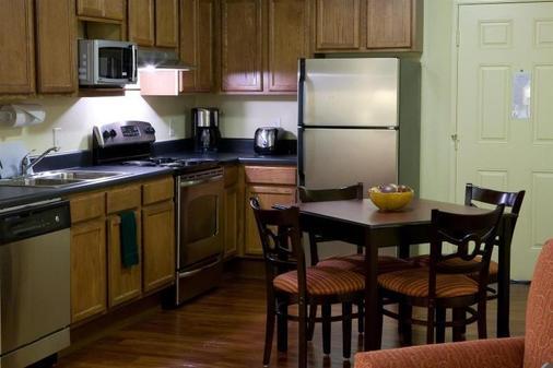 Home-Towne Suites Tuscaloosa - Tuscaloosa - Kitchen