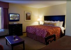 Home-Towne Suites Tuscaloosa - Tuscaloosa - Bedroom