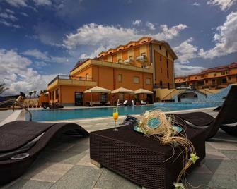 Grand Hotel Paradiso - Catanzaro - Басейн