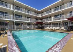 Esplanade Suites, A Sundance Vacations Resort - Wildwood - Pool