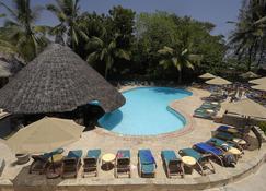 Pinewood Beach Resort and Spa - Момбаса - Басейн