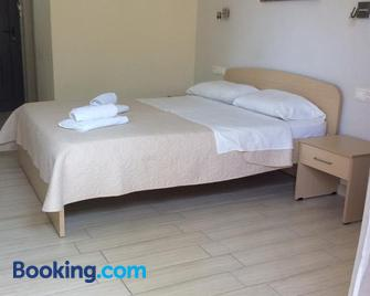 Elena Rooms - Plakias - Bedroom