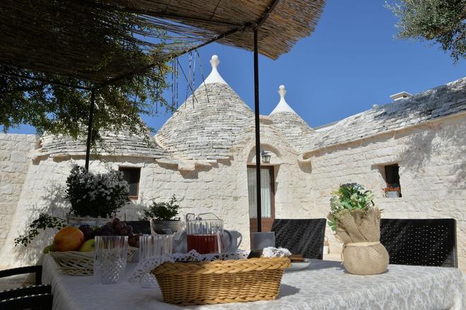 I Trulli Del Nonno Michele - Alberobello - Patio
