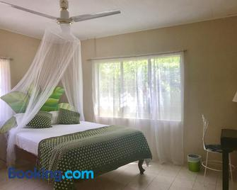 Moringa Ingadi Village - Treasure Beach - Schlafzimmer