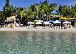 Bananarama Dive & Beach Resort - West Bay - Bygning
