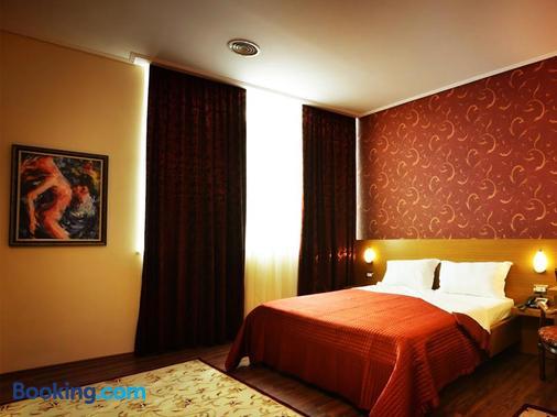 Hotel Austria - Tirana - Bedroom