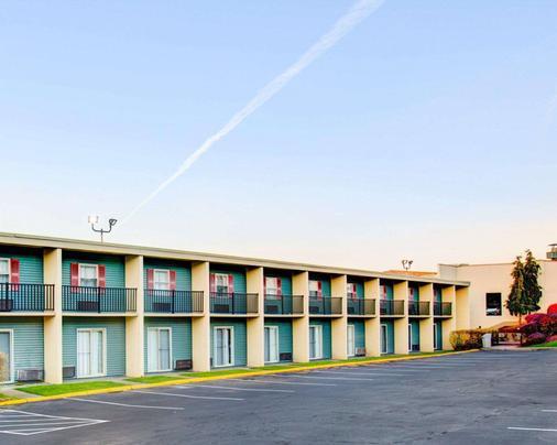 Comfort Inn Conference Center - Pittsburgh - Toà nhà