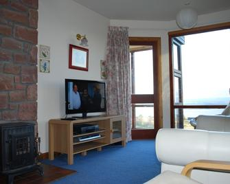 Flowerburn Holiday Homes - Fortrose - Living room