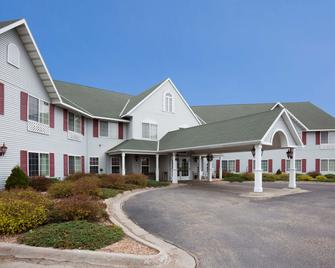 Crossings by GrandStay Inn and Suites - Montevideo - Building