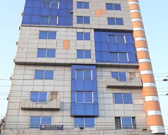 The Alina Hotel & Suites - Čattagrám - Building