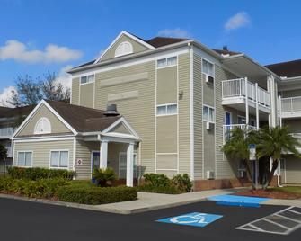 Intown Suites Extended Stay Tampa Fl - Brandon - Building