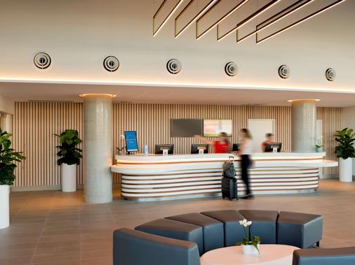 ibis Brisbane Airport - Brisbane - Front desk