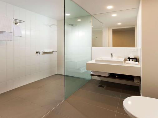 ibis Brisbane Airport - Brisbane - Bathroom