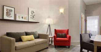 Country Inn & Suites by Radisson, Jackson, TN - Jackson - Living room