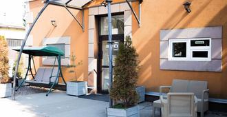 Nearby Airport Hostel - Varsovia - Patio