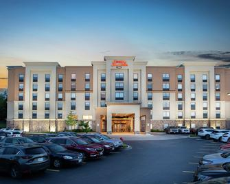 Hampton Inn & Suites by Hilton Barrie, Ontario, Canada - Беррі - Building