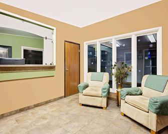Super 8 by Wyndham Cut Bank - Cut Bank - Living room