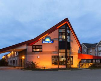 Days Inn by Wyndham Trois-Rivieres - Труа-Рівєр - Building