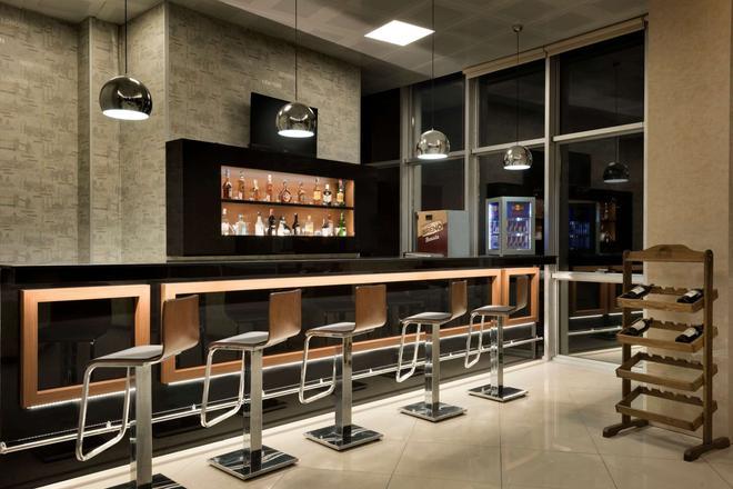 Ramada Hotel & Suites by Wyndham Edirne - Αδριανούπολη - Bar