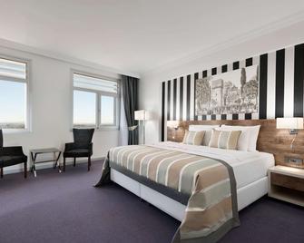 Ramada Hotel & Suites by Wyndham Edirne - Edirne - Bedroom