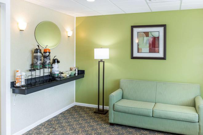 Quality Inn and Suites Plattsburgh - Plattsburgh - Lobby
