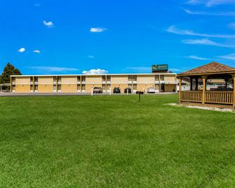 Quality Inn and Suites Plattsburgh - Платтсбург - Building