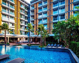 Hotel Amber Pattaya - Bang Lamung - Басейн