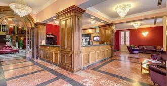 Grand Hotel Villa Politi - Syrakus - Receptionist