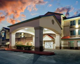 La Quinta Inn & Suites by Wyndham Fruita - Fruita - Building