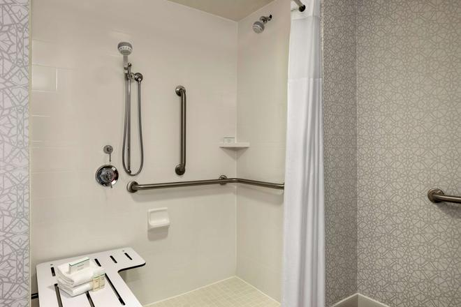 Hampton Inn & Suites Frederick-Fort Detrick - Frederick - Bathroom