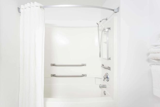 Super 8 by Wyndham Pontiac - Pontiac - Salle de bain