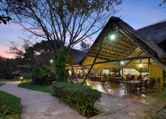 Protea Hotel by Marriott Lusaka Safari Lodge - Chisamba - Edificio