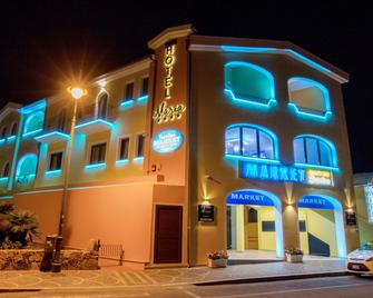 Hotel Maria - Golfo Aranci - Gebouw
