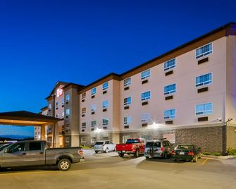 Best Western PLUS Peace River Hotel & Suites - Peace River - Building