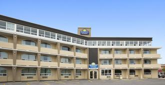 Days Inn & Suites by Wyndham North Bay - North Bay