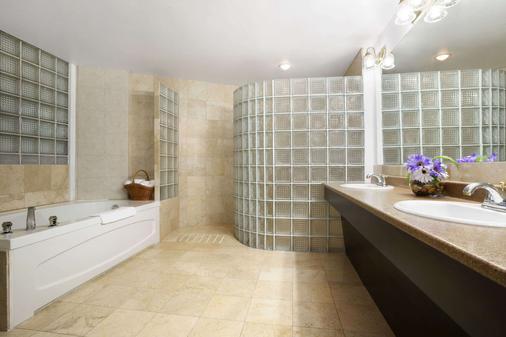 Days Inn & Suites by Wyndham North Bay - North Bay - Phòng tắm