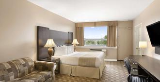 Days Inn & Suites by Wyndham North Bay - North Bay - Bedroom