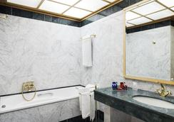 City Life Hotel Poliziano - Milan - Bathroom