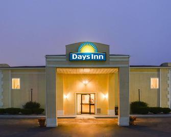 Days Inn by Wyndham Indianapolis East Post Road - Indianapolis - Rakennus
