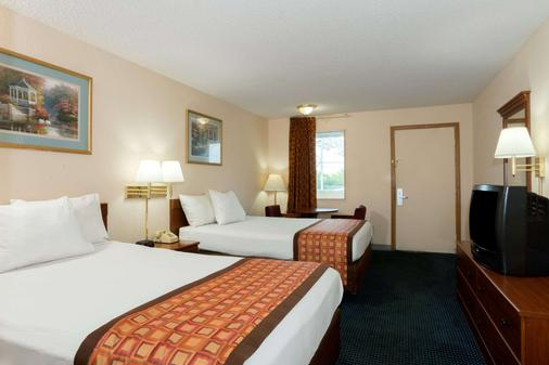 Days Inn by Wyndham Indianapolis East Post Road - Indianapolis - Bedroom