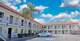 Hawthorne Plaza Inn - Hawthorne - Building