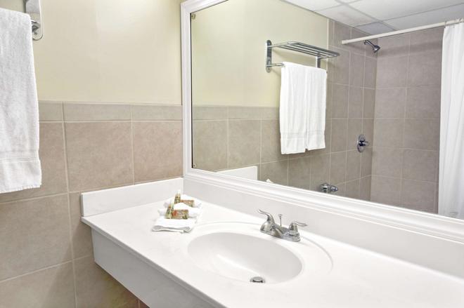 Knights Inn Hallandale - Hallandale - Bathroom