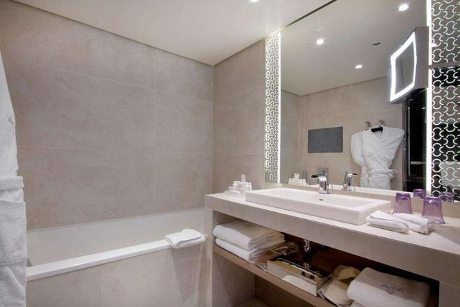 La Villa Maillot - Paris - Bathroom
